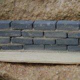 bakstenen; bricks; Poppenhuis; schaal 1 op 12: 1op12; bouwelementen poppenhuis; hele stenen; straatstenen; straatkeien; stoepra