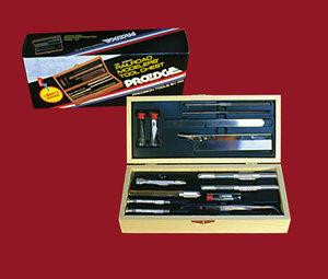 13-Delige messenset met 3 meshouders en 10 verschillende mesjes in houten kistje