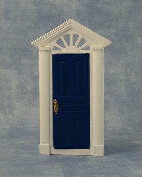 Blauw/wit geverfde houten buitendeur met bovenlicht