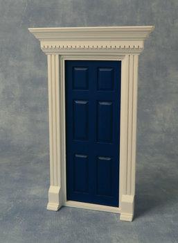 Blauw/wit geverfde houten voordeur