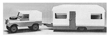 Eenvoudige jeep met caravan