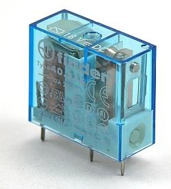 Een reed-contact of magneetschakelaar is een elektrisch schakelcontact in een glazen buisje dat bediend wordt door een magnetisch veld, afkomstig van een permanente magneet of van een spoel waardoor e