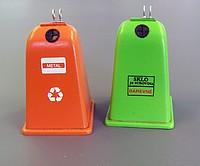 2 gescheiden afvalcontainers