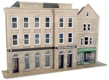 Hoog bankgebouw met een winkelpand half reliëf