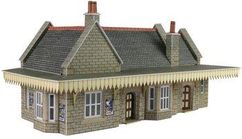 Stenen stationsgebouw/spoorweghalte