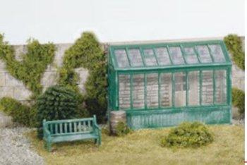 Plantenserre en tuinbank