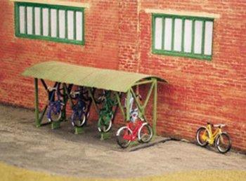 Fietsenhok met fietsen