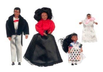 Gezin van donkere vader, moeder, dochter en baby