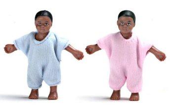 Set van 2 donkere baby's in roze en blauwe romper