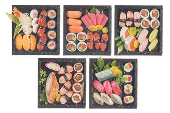 5 dienbladen met sushi