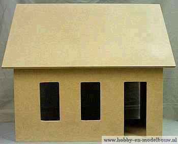 Casco poppenhuis gebouwd met zolderverdieping