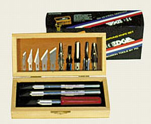 13-Delige hobbyset met 3 meshouders, 5 mesjes en 5 gutsen in houten kistje