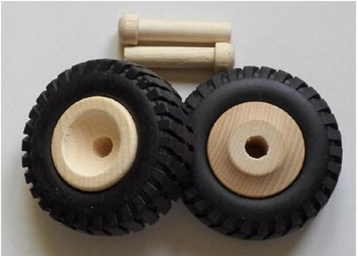 Houten wielen (63mm) met rubber vrachtwagenbanden.