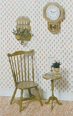 Duxbury stoel, lamptafeltje, schoolklok en lepelrek met lepels