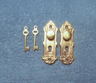 Geelkoperen deurknoppen met sleutels