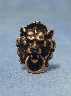 Antieke koperen leeuwenkop deurklopper