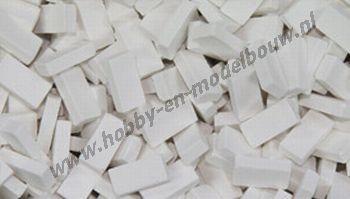 Witte steen 1:24, afm.: 10 x 4,8 x 3 mm