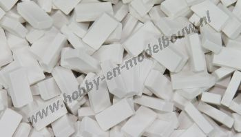 Witte steen 1:43/50. Afm.: 5,3 x 2,6 x 1,3 mm