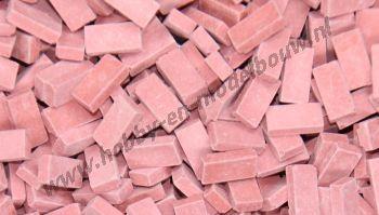 Lichtrode steen 1:43/50. Afm.: 5,3 x 2,6 x 1,3 mm