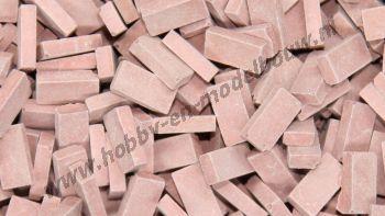 Middelrode steen 1:43/50. Afm.: 5,3 x 2,6 x 1,3 mm