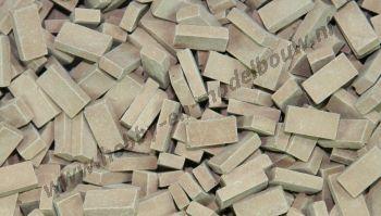 Middel terracotta steen 1:43/50. Afm.: 5,3 x 2,6 x 1,3 mm