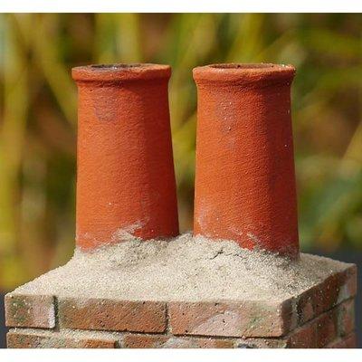 Kersenrode schoorsteenpijpen met een hoogte 32mm en 18 mm diameter.