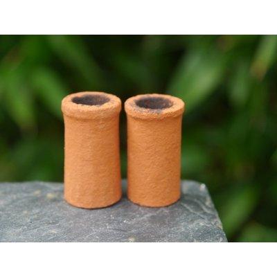 Oranje schoorsteenpijpen met een hoogte 32mm en 18 mm diameter
