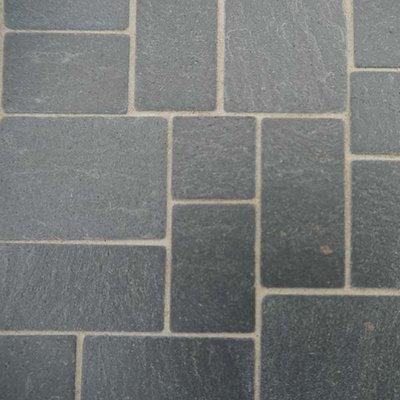 Rechthoekige willekeurige plavuizen, kleur zwarte leisteen