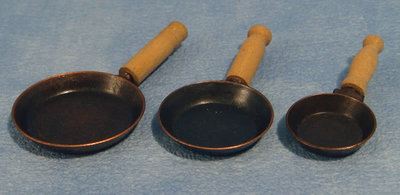 3 zwarte koekepannen
