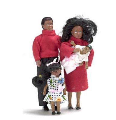 Gezin van donkere vader, moeder, dochter en zoon