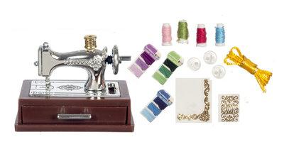 Zilverkleurige naaimachine inclusief accessoires