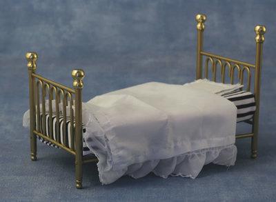 Messing spijlen bed, inclusief bedlinnen