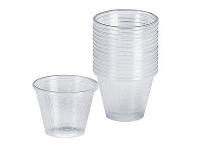 plastic cupjes om verf mee te mixen.