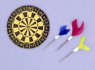 Dartbord met 3 dartpijltjes