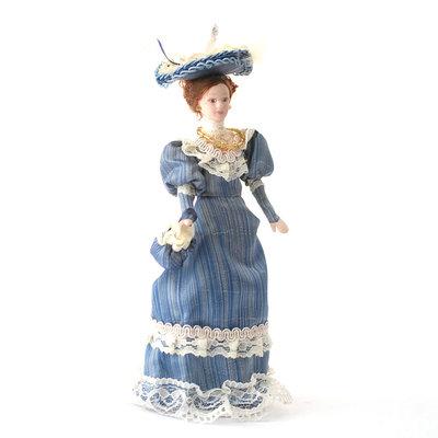 Victoriaanse dame in blauwe jurk