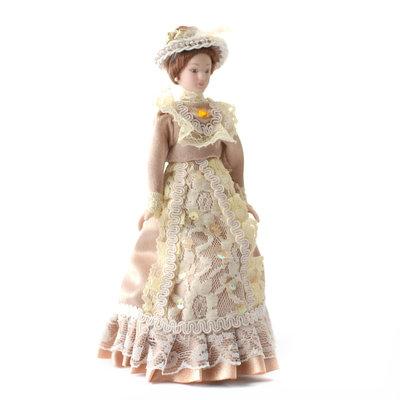 Victoriaanse dame in beige jurk