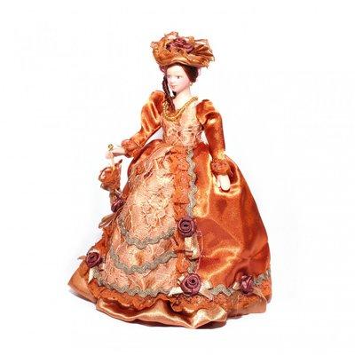 Victoriaanse dame in roestbruine jurk