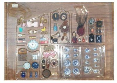Groot aantal miniaturen voor poppenhuis schaal 1op12