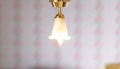Hanglampje met schulprandje; verlichting; schaal 1op12; 1:12;poppenhuis verlichting aanleggen; poppenhuis verlichting aanleggen