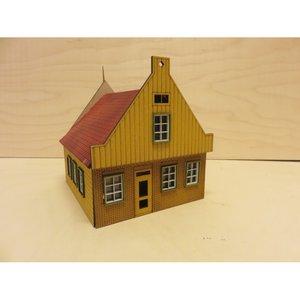 Zaans Poppenhuis Tuitgevel, schaal 1:12;  schaal 1:12; Poppenhuizen; doe-het-zelf; modelbouw; poppenhuis; victoriaans poppenhui