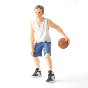 Tyler, basketbalspeler; Poppenhuis 1:12; 1op12; inrichting voor poppenhuizen; poppenhuizen; bakker, schaal 1:12;  bouwdoos; bou