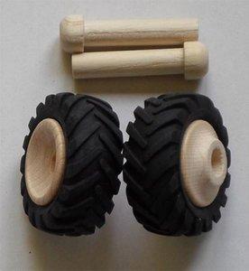 Houten wielen (43mm) met rubber vrachtwagenbanden.