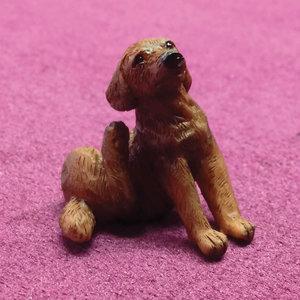 Poppenhuis 1:12; 1op12; inrichting voor poppenhuizen; poppenhuizen; Coco, de krabbende labrador