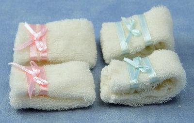 Setje handdoeken met strik; Poppenhuis 1:12; 1op12; inrichting voor poppenhuizen; poppenhuizen;